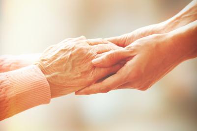El cuidador, el mejor apoyo del mayor